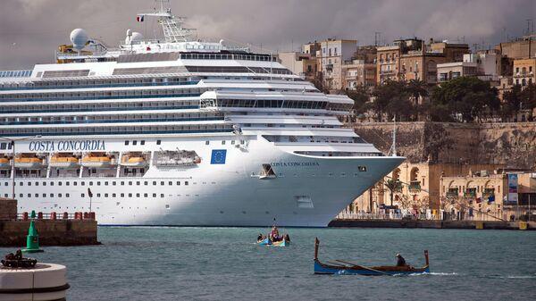 Круизный лайнер Costa Concordia. Архивное фото