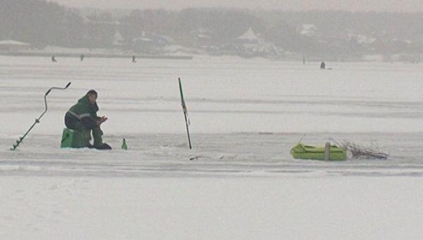 Сотрудники МЧС измерили толщину льда на Пироговском водохранилище