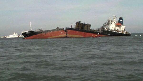 Танкер разломился надвое в водах Желтого моря. Видео с места ЧП