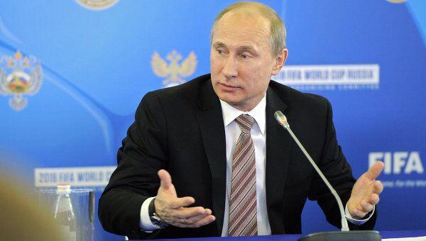 Председатель правительства России Владимир Путин на встрече с представителями объединений футбольных болельщиков в СКК Петербургский.