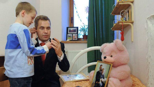 Павел Астахов поздравил Артема Савельева с Новым годом и Рождеством