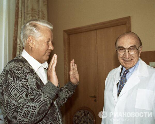 Борис Ельцин и Майкл Дебейка