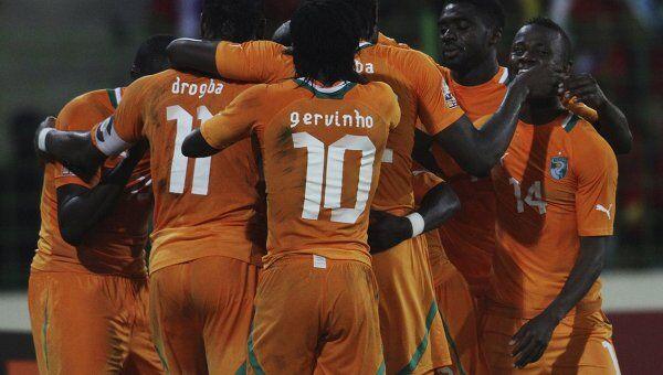 Сборная Кот-д'Ивуара празднует победу над футболистами Экваториальной Гвинеи в четвертьфинале КАН