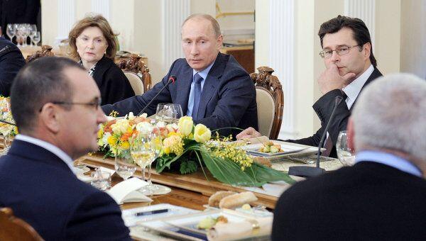 Встреча Владимира Путина с политологами в Ново-Огарево