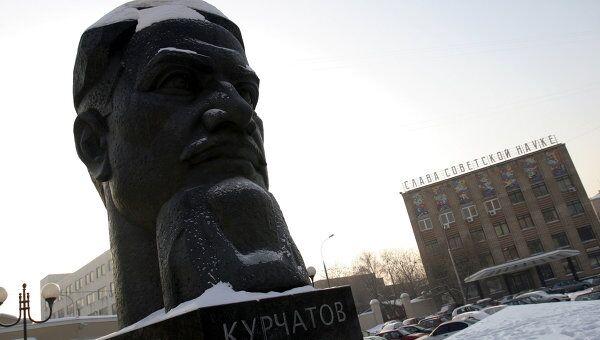 Памятник Курчатову на территории РНЦ Курчатовский институт