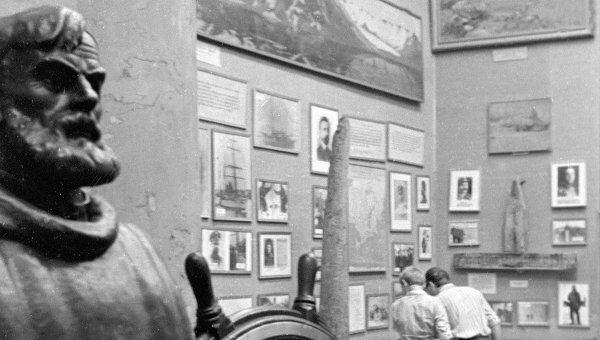 Экспонаты, посвященные известному русскому мореплавателю Семену Дежневу, в одном из залов музея Арктики и Антарктики. Архив