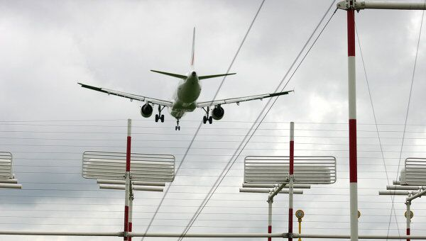 Самолет  в Шереметьево. Архив