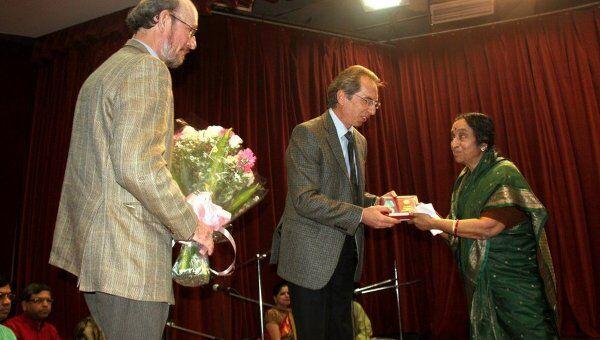 Танцовщица и преподаватель классического индийского танца Падмаджа Мандаям Гоматам награждена медалью Пушкина