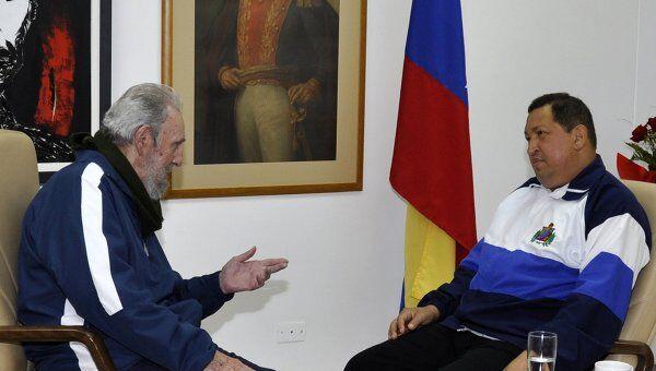 Фидель Кастро посетил после операции Уго Чавеса
