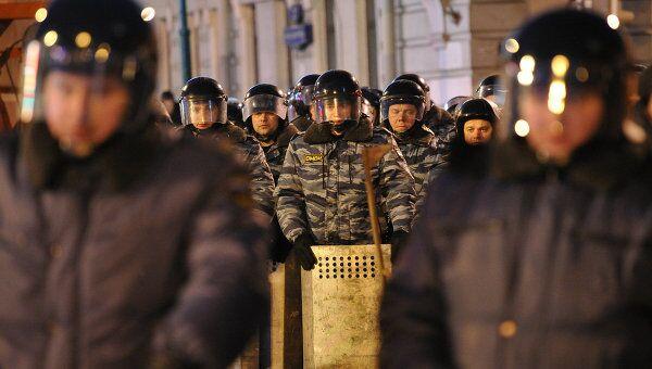 Сотрудники правоохранительных органов на на Пушкинской площади