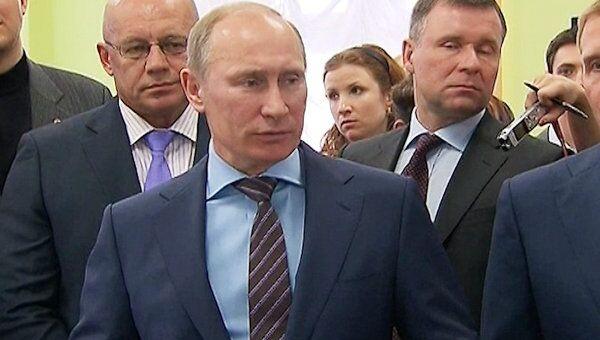 Путин проверил работу ситуационного центра Выборы-2012