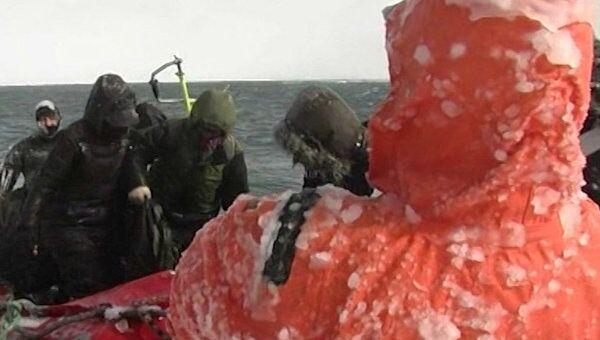 Спасатели снимали рыбаков с оторвавшейся льдины при штормовом ветре