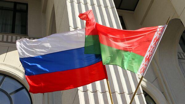 Флаги России и Белоруссии.