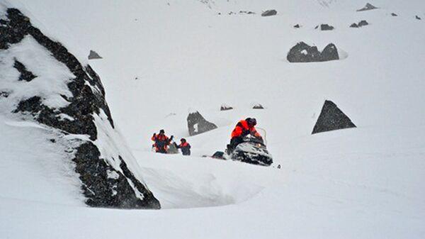 Снежная лавина сошла с гор в Мурманской области