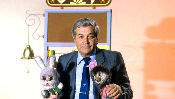 Диктор Центрального телевидения Владимир Ухин ведет передачу для детей Спокойной ночи, малыши.