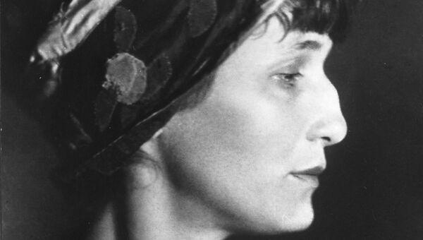 Поэтесса Анна Андреевна Ахматова в 1922 году. Фотография Моисея Наппельбаума.