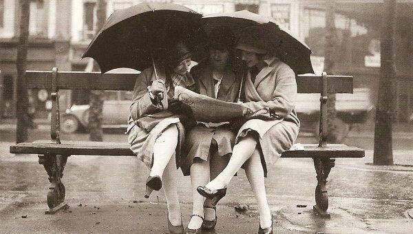 Девушки одетые по моде 1920-х годов