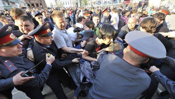 Потасовка на митинге в Астрахани