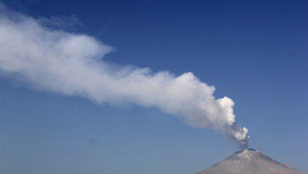 Активизировавшийся вулкан Попокатепетль в Мексике
