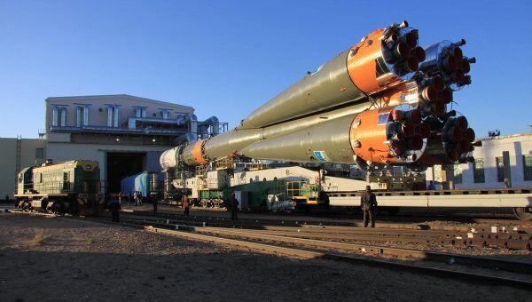 Вывоз ракеты Союз-У с грузовым кораблем на стартовый комплекс
