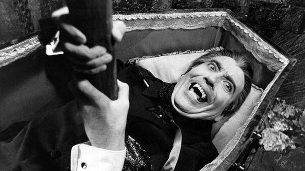 Кристофер Ли в фильме Дракула поднимается из могилы, 1968 год.