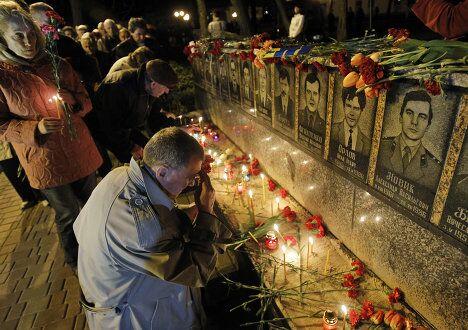 Возложения цветов памяти жертв аварии на Чернобыльской АЭС