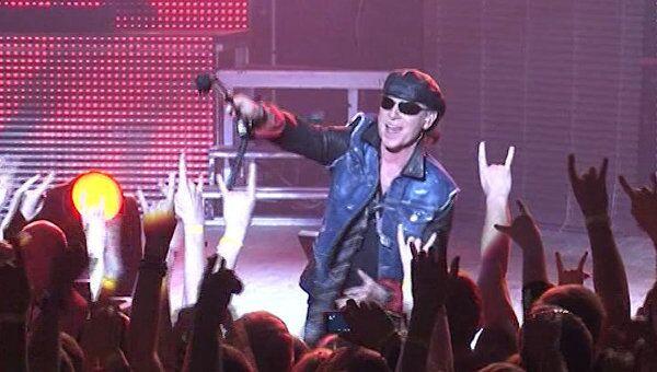 Scorpions зажгли на сцене во время прощания с российской публикой