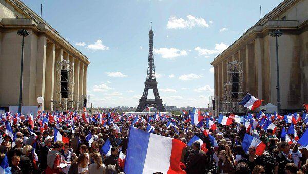Первомайский митинг Саркози на площади Трокадеро