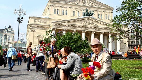 В День Победы ветераны встретились у Большого театра