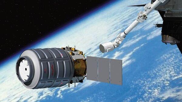 Корабль Cygnus приближается к МКС