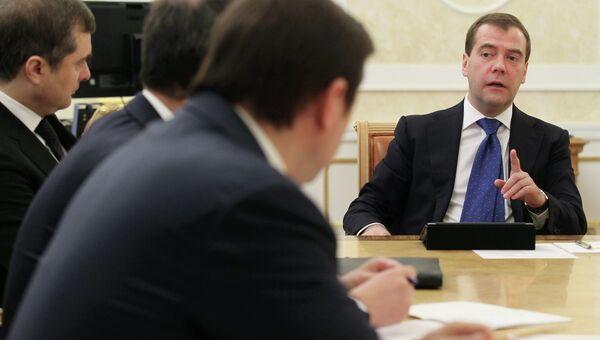 Д.Медведев проводит совещание со своими заместителями