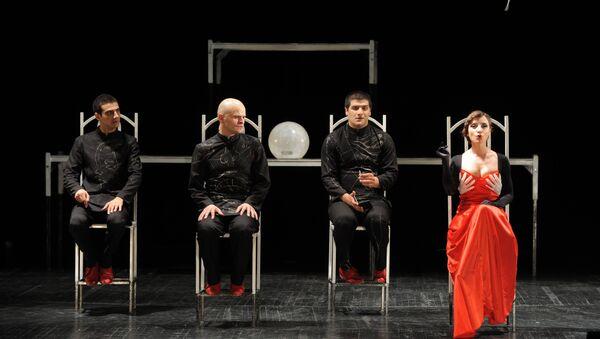 Сцена из спектакля Урод грузинского режиссера Давида Тавадзе
