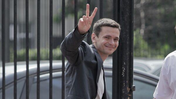 Оппозиционеры Алексей Навальный, Илья Яшин и телеведущая Ксения Собчак прибыли в Следственный комитет на допрос