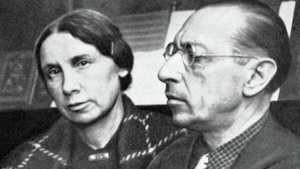 Композитор Игорь Федорович Стравинский с женой Екатериной. Архивное фото