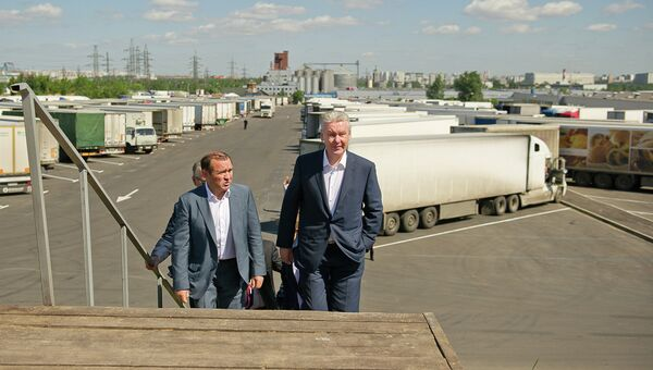 Сергей Собянин посетил стоянку большегрузного транспорта