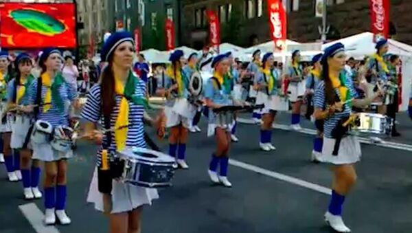 Украинские фаны поддержали сборную парадом во главе с Русланой