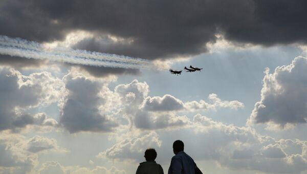 Самолеты в небе, архивное фото