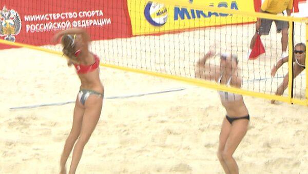 Лучшие моменты победной игры волейболисток РФ в Континентальном кубке