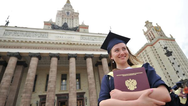Вручение дипломов с отличием выпускникам МГУ им. М.В.Ломоносова, архивное фото