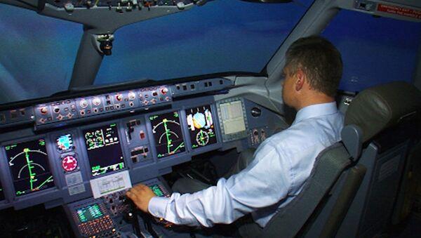 Sukhoi SuperJet-100 кричит пилотам, как правильно управлять лайнером