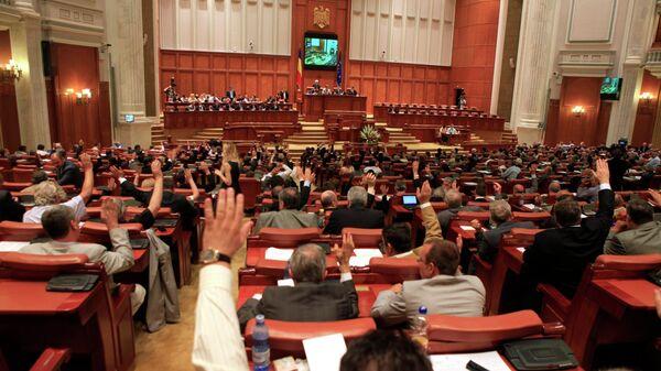 Парламент Румынии проголосовал за импичмент президенту Траяну Бэсеску