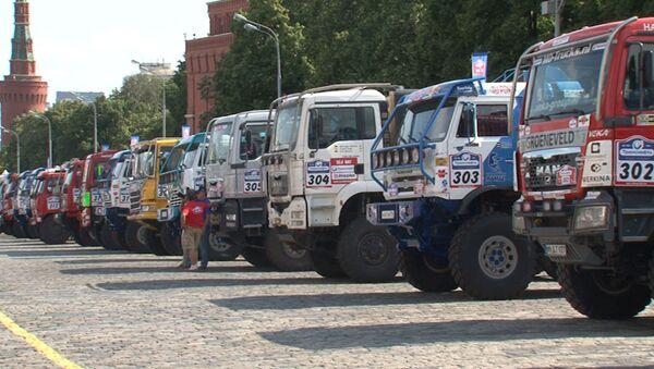 Фавориты и темные лошадки Шелкового пути – старт гонщиков с Красной площади