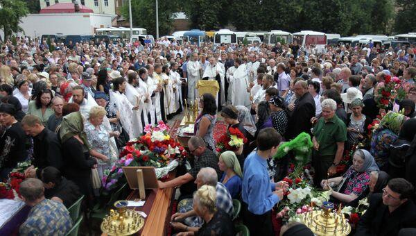 Панихида по погибшим в автокатастрофе на Украине