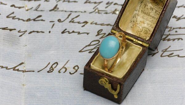 Золотое кольцо, принадлежавшее знаменитой английской писательнице Джейн Остин