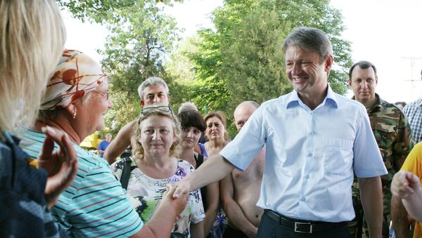 Губернатор Краснодарского края Александр Ткачев общается  жителями Крымска