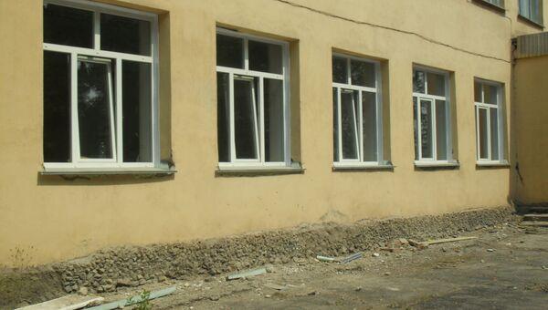 В школах обновляют окна к новому учебному году