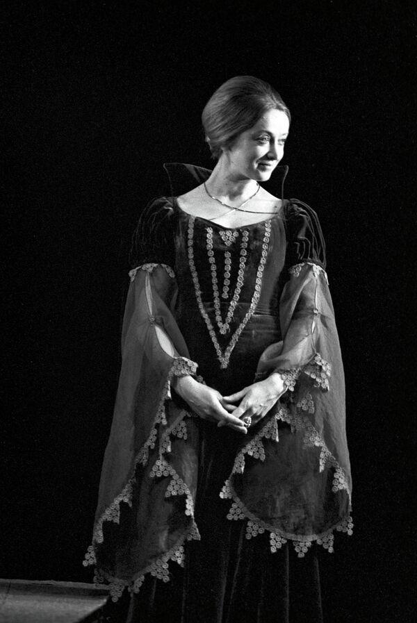 Актриса Маргарита Терехова в роли Гертруды в спектакле по трагедии В. Шекспира Гамлет
