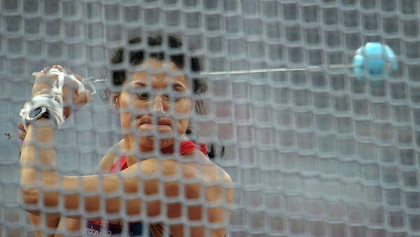 Россиянка Татьяна Лысенко, выигравшая золотую медаль, в финальных соревнованиях по метанию молота