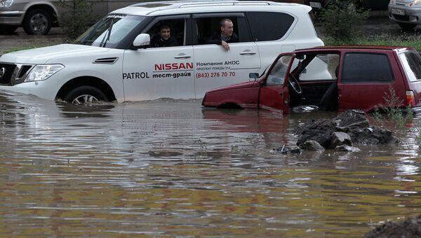 Последствия сильного дождя в Казани