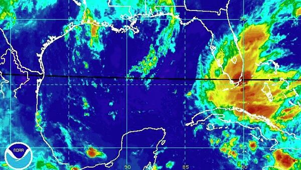 Тропический шторм Исаак приближается к Флориде